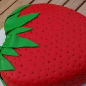 Torte als Erdbeere